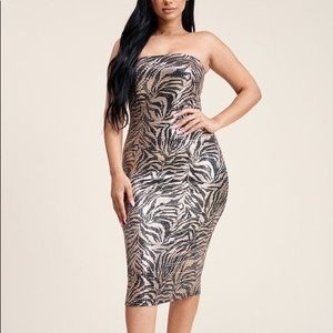 🌸 Metallic Trans Print Strapless Dress